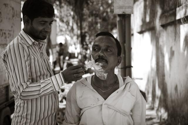 Street Barbers. Mumbai